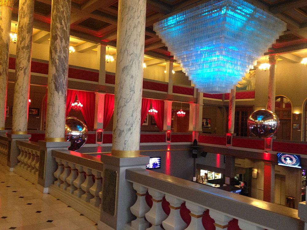 ballons et sph res miroir g ants au le casino partouche de forges les eaux. Black Bedroom Furniture Sets. Home Design Ideas