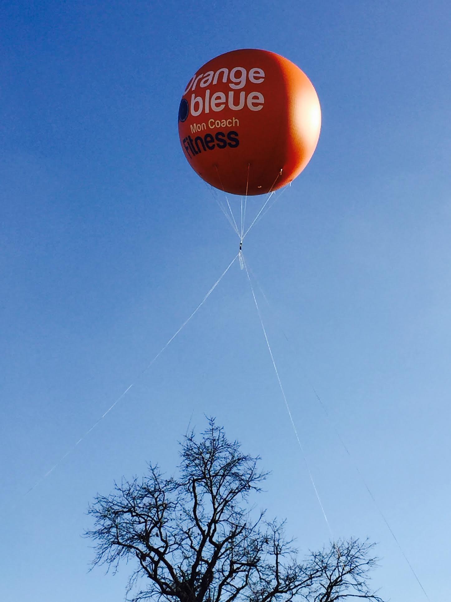 Ballon publicitaire volant pour l 39 orange bleue de genay for Orange bleue